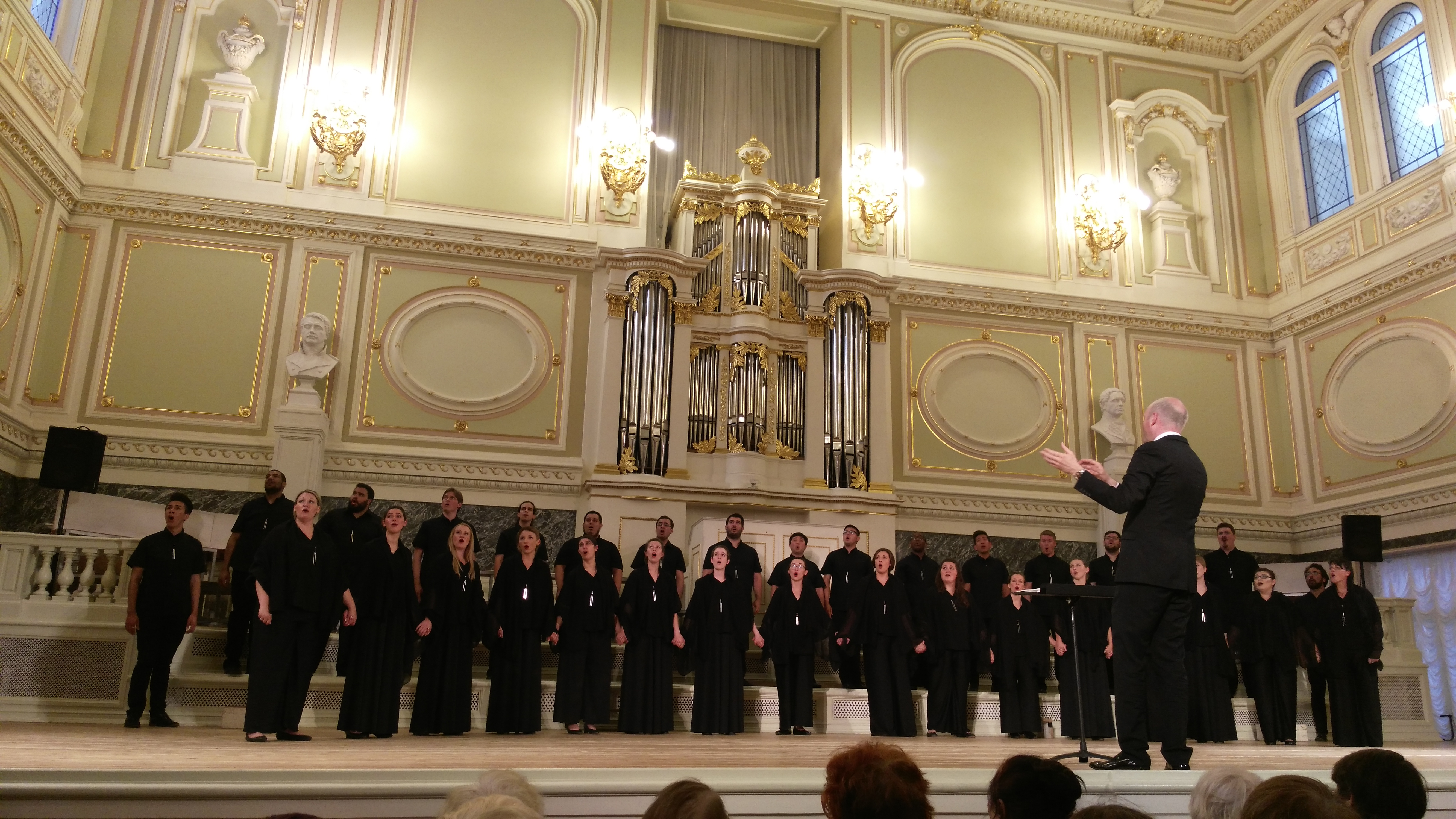 Standing ovation for Fullerton University Singers in Capella